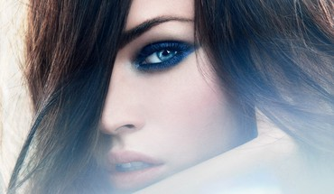Blue eyes HD wallpaper