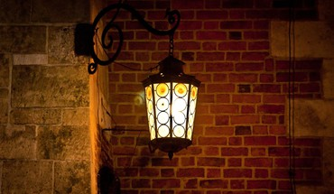 A lamp in the night HD wallpaper