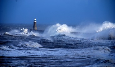Lighthouses ocean waves HD wallpaper