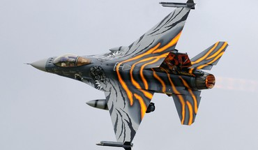 F-16 Fighting Falcon самолетов войн  HD wallpaper