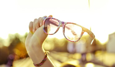 Hands glasses sunlight HD wallpaper