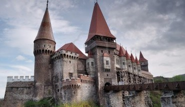 April hunyad castle romania castles famous HD wallpaper