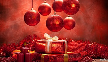Christmas balls and gifts HD wallpaper
