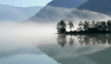 Fog on a reflective lake HD wallpaper