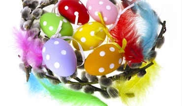 Wreath easter eggs HD wallpaper