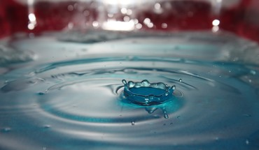 Water drop shot drops HD wallpaper