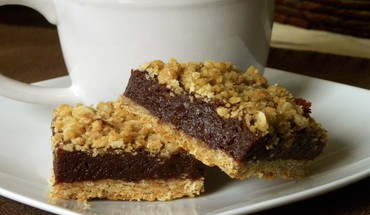Chocolate layered crumb bars HD wallpaper