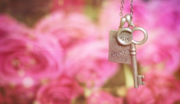 Heart key HD wallpaper