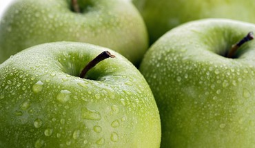 Fresh apples HD wallpaper