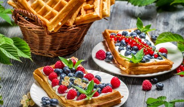 Waffles with fruit HD wallpaper