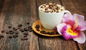 Cappuccino with chocolate HD wallpaper