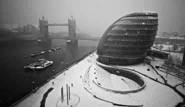Winter snow cityscapes london fog monochrome cities bridge HD wallpaper