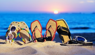Sun beaches sand shoes sunglasses HD wallpaper