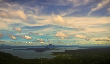Long view of taal volcano HD wallpaper