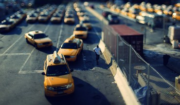 Taxi tilt-shift depth of field HD wallpaper