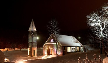 Lovely modern church at night HD wallpaper