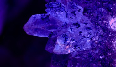 Aura crystals glow macro purple HD wallpaper