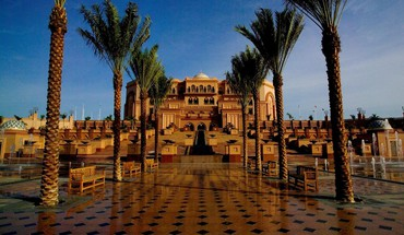Abu dhabi palace in the united emirates HD wallpaper