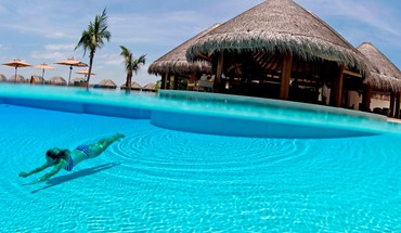 Clear blue azure swimming pool south polynesia HD wallpaper