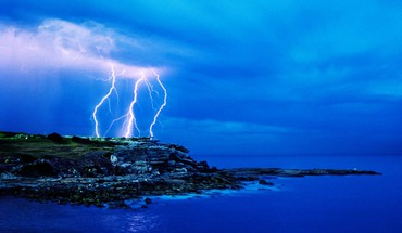 Lightning over the sea HD wallpaper