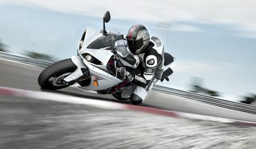 Yamaha yzf-r1 bikers motorbikes motor racing HD wallpaper