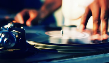 Music hands vinyl dj HD wallpaper