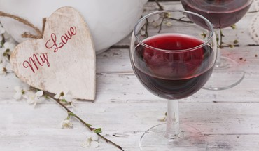 Wine hearts HD wallpaper