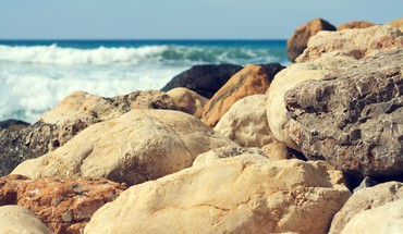 Beach waves stones sea HD wallpaper