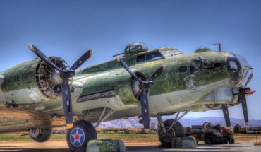 B17 aging on the tarmac hdr HD wallpaper