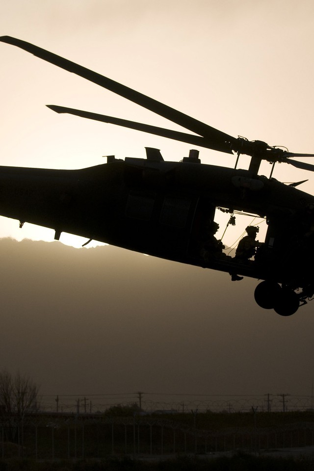 Uh60 black hawk aircraft military wallpaper allwallpaper - Hawk iphone wallpaper ...