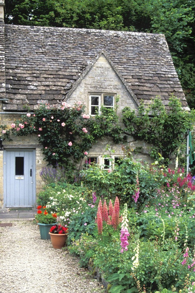 England Cottage Garden Wallpaper