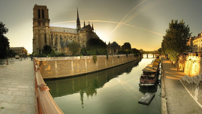 Notre dame cathedral by the seine river wallpaper