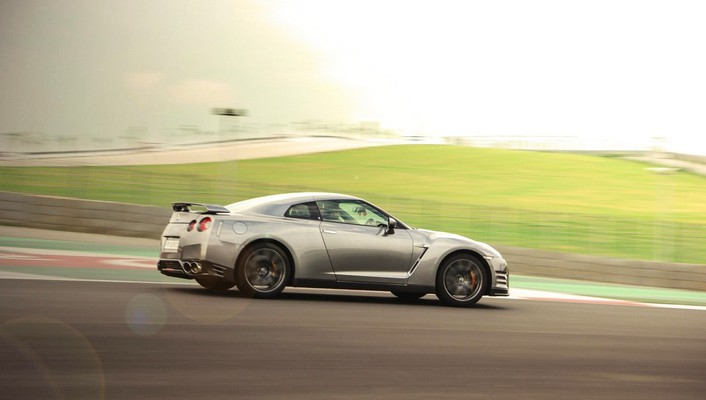 Gtr super car bic buddh international circuit wallpaper