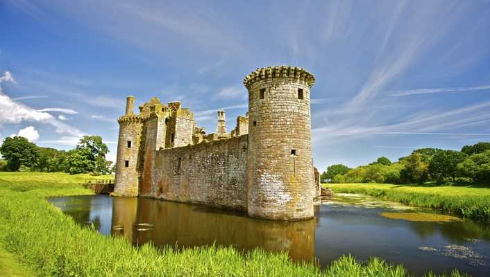 Caerlaverock castle in scotland wallpaper