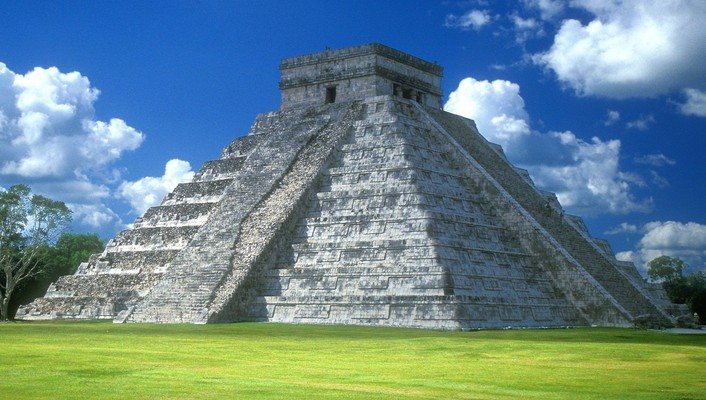 Chichen itza pyramid wallpaper