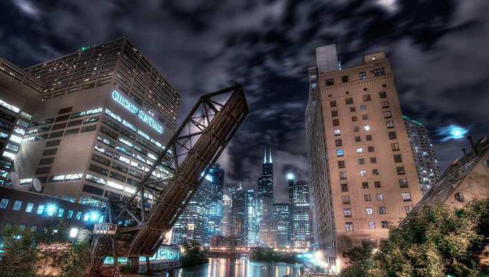 Raised drawbridge on the chicago river wallpaper