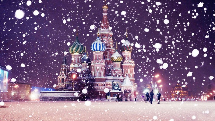 Snowing over st basils cathedral wallpaper