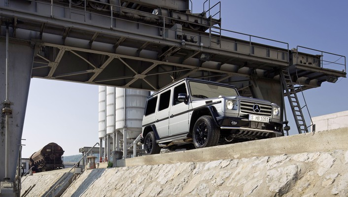 Low-angle shot mercedes-benz g-class g class wallpaper