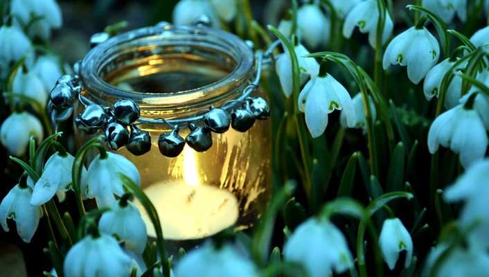 Spring candles wallpaper