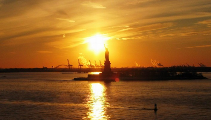 Statue of liberty in sunset wallpaper