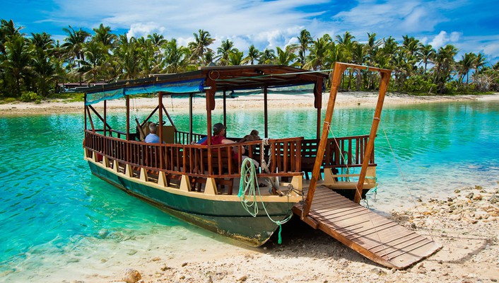 Boat on blue lagoon wallpaper
