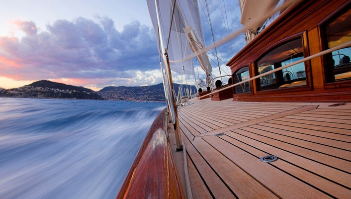 Sailing in the french riviera wallpaper