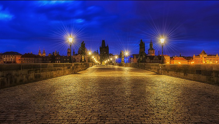 Superb charles bridge in prague at night wallpaper