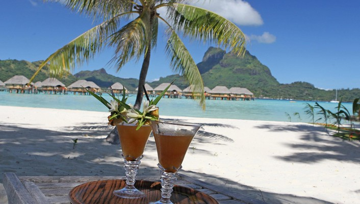 Cocktails for two on bora beach wallpaper
