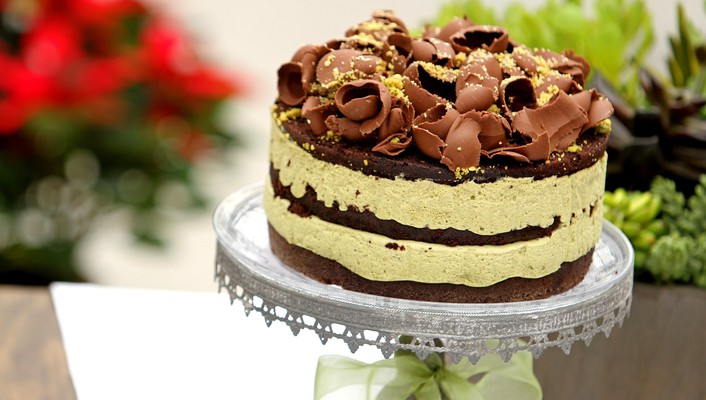 Chocolate shavings topped cake wallpaper