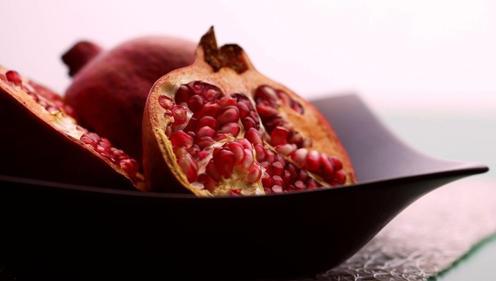Black fruits food pomegranate plates wallpaper