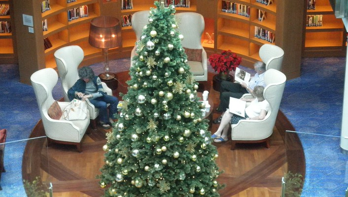 Library christmas tree on a cruise ship wallpaper