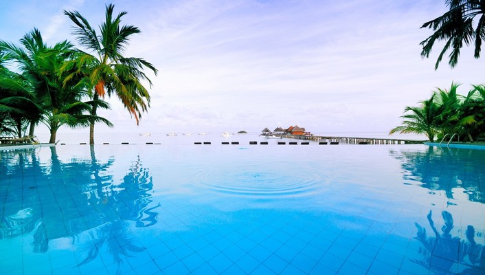 Maldivian swimming pool wallpaper