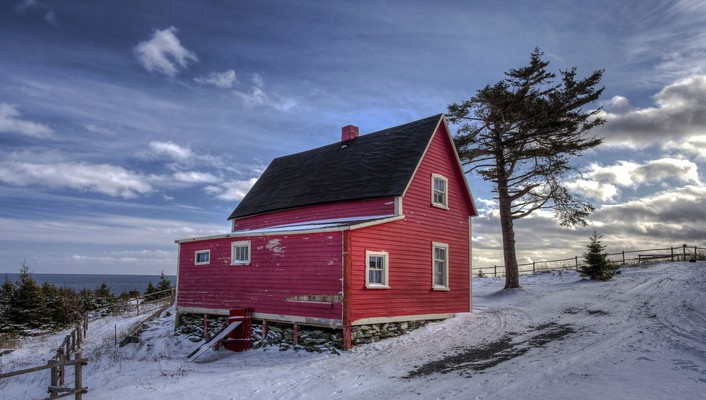 Wonderful red farmhouse in winter wallpaper