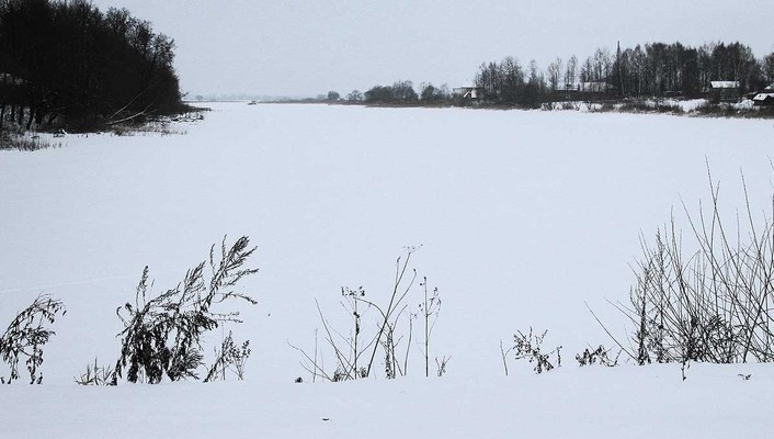 Snow minimalistic cold russia wind lakes december wallpaper